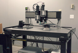 The IRENE system is mounted on a vibration-damping pneumatic air table.