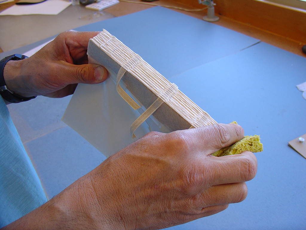 The spine of the text block is consolidated with wheat starch paste.