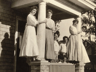 victorian-women-on-porch